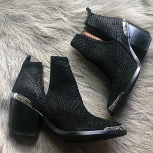 Jeffrey Campbell Cromwell Black ankle boots 7